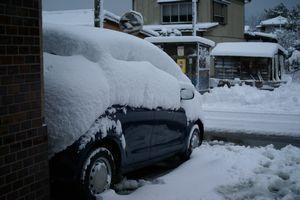 雪の埋もれた車